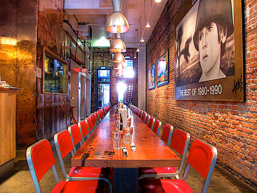 millennials restaurant marketing ideas community table